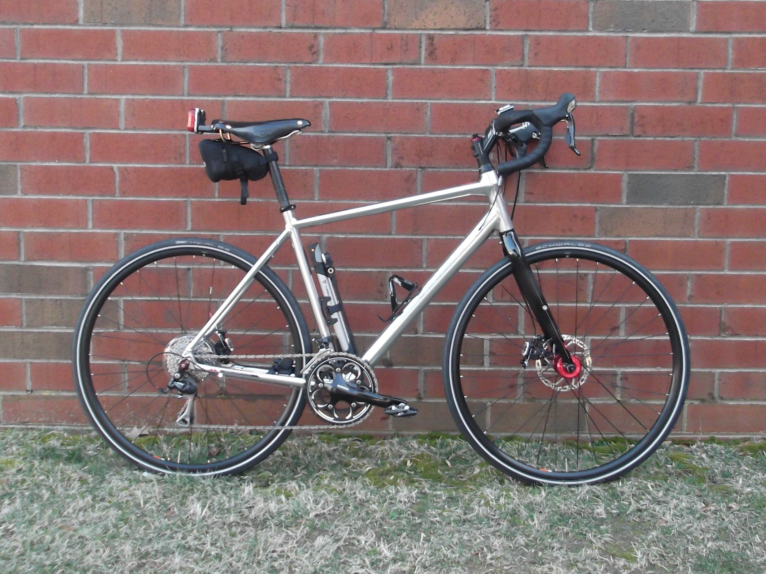 9c020be6137 It's a very comfortable bike. Still, I longed for the ability to fit  fenders AND large tires, as well as having mounting points for baggage  racks, ...